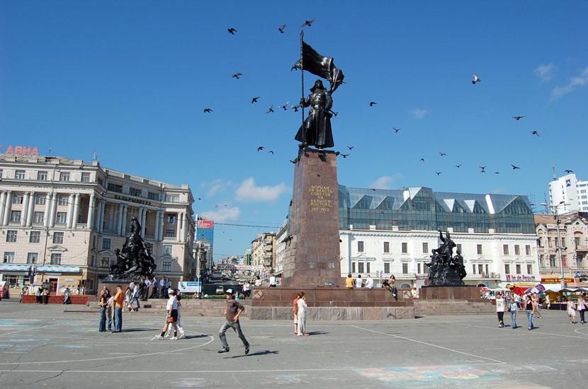 Символ города - памятник борцам революции