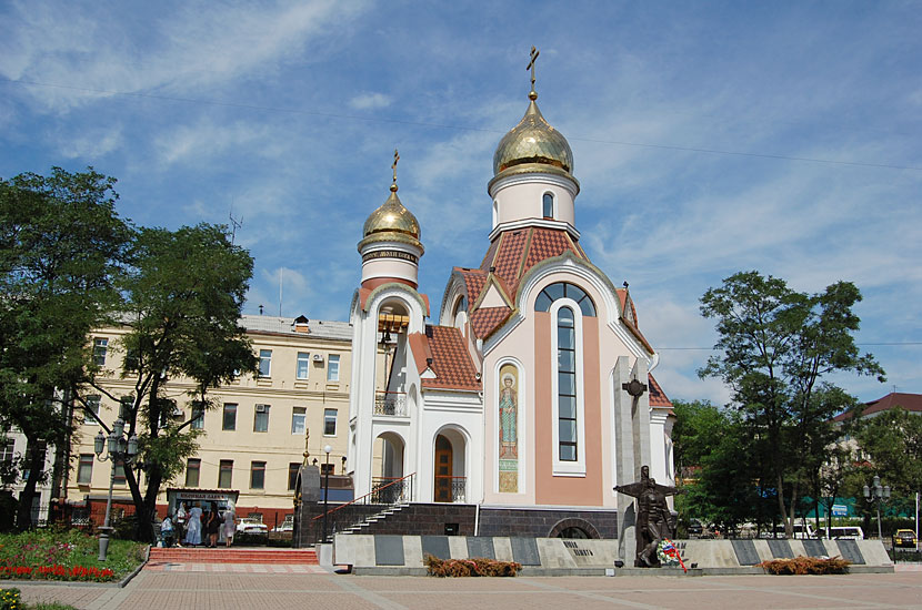 Церковь Св. Игоря и памятник погибшим в