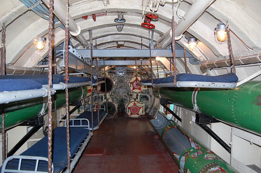 Интерьер подводной лодки С-56. Носовой (торпедный) отсек
