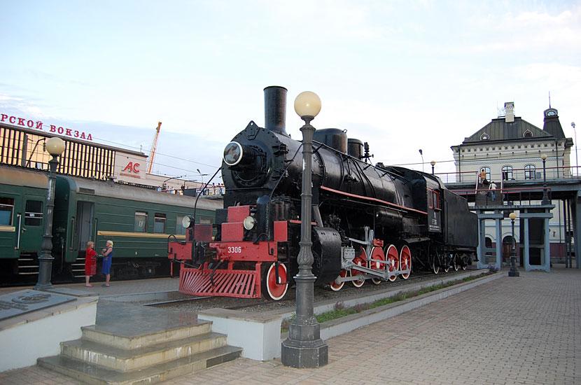 Мемориальный паровоз в конечной точке Транссиба