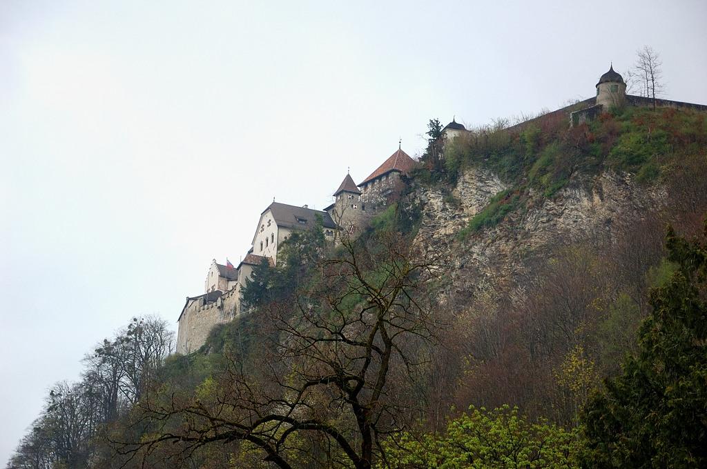 Вооон там замок князя