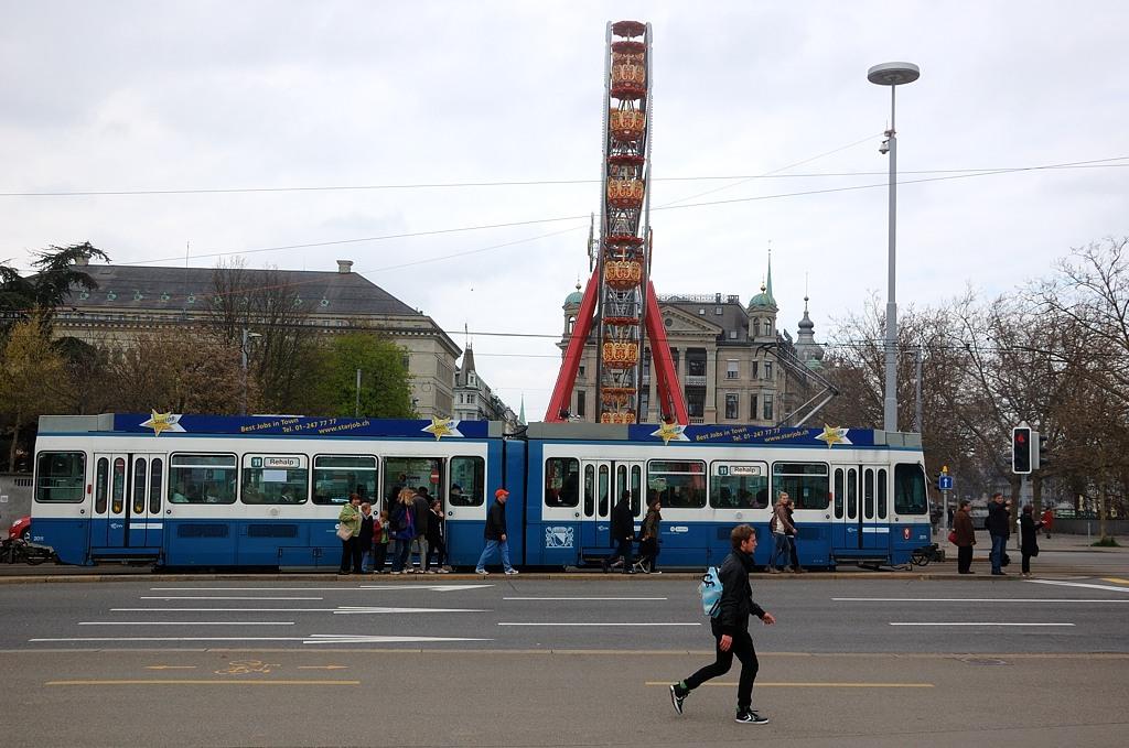 Трамвай и колесо обозрения