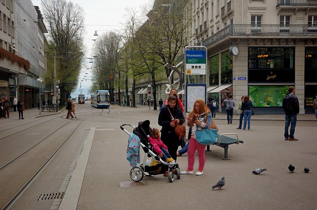 Трамвайная остановка на Парадеплац